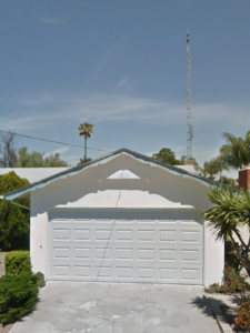 Free quote antenna tower removal. Front of house photo.